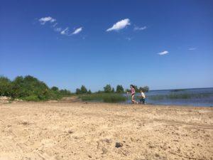 mb-kids-at-beach